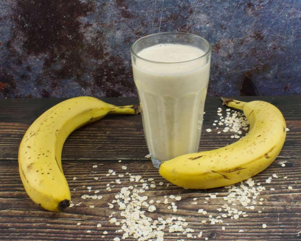 Bananen Erdnussbutter Smoothie mit Haferflocken