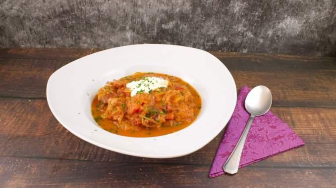 Sauerkraut Tomaten Eintopf mit Fleischeinlage