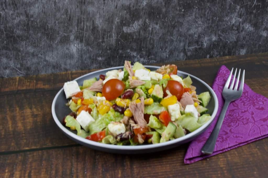 Salat mit Thunfisch und Feta Käse