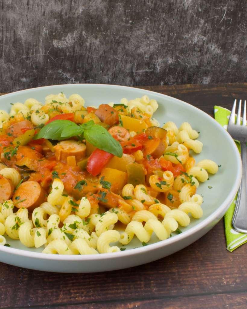 Serviervorschlag Paprika Zucchini Würstchen Pfanne
