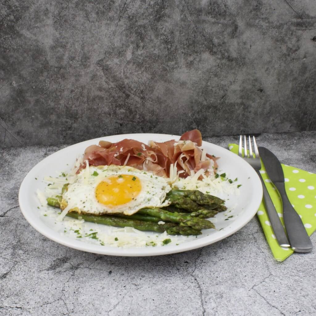 schnelles Spargel Gericht mit Schinken und Ei