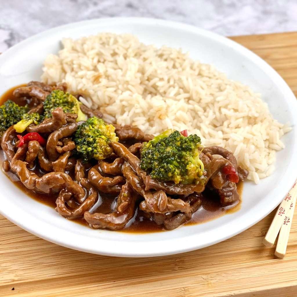 Rindfleisch mit Brokkoli aus dem Wok