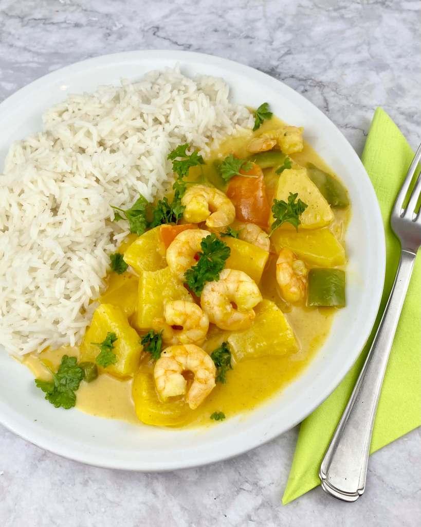 Serviervorschlag Fruchtiges Ananas Garnelen Curry