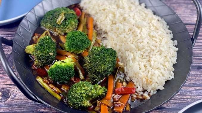 Asiatische Brokkoli Gemüse Pfanne
