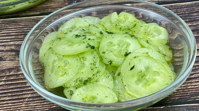 Gurkensalat mit Dill Dressing