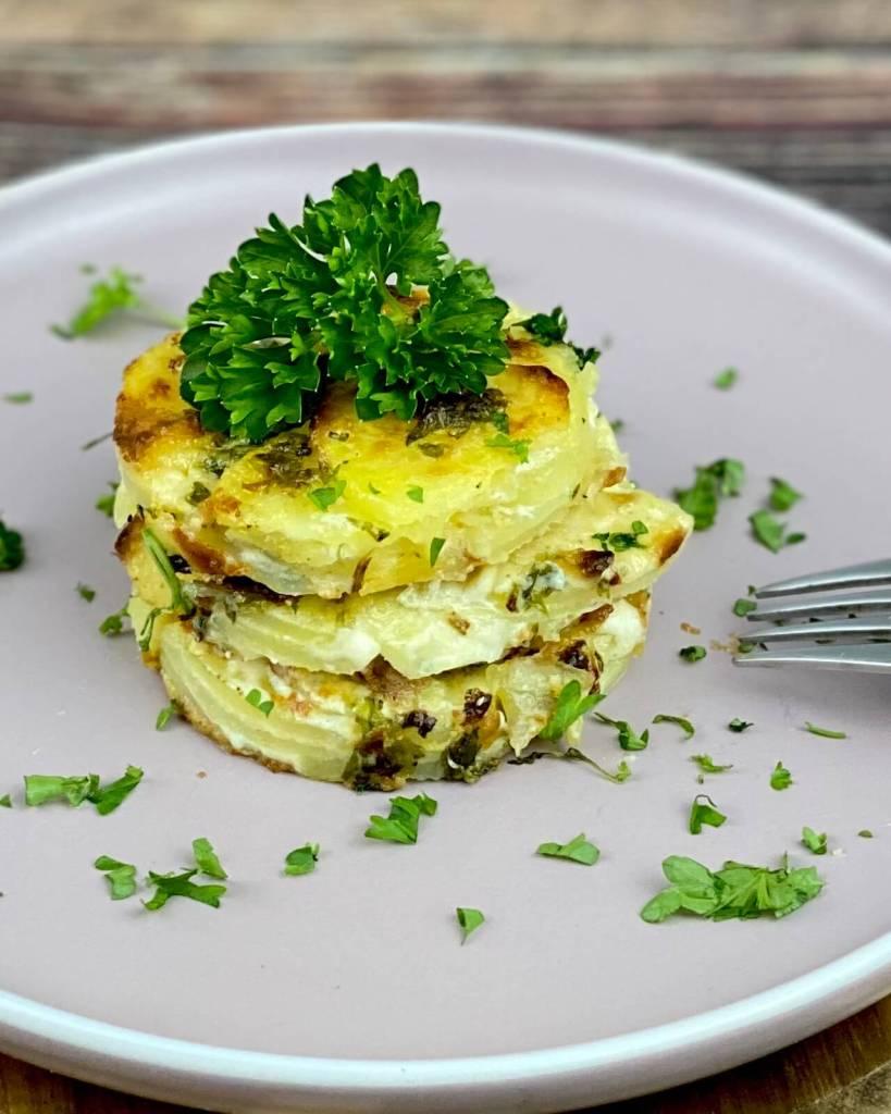 Serviervorschlag Cremiges Kartoffelgratin mit Frischkäse