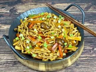 Asia Gemüse Nudelpfanne