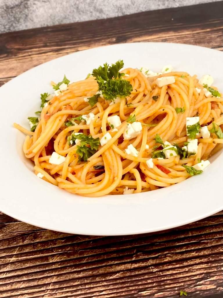 Zubereitung Spaghetti mit einer Tomaten Feta Sauce