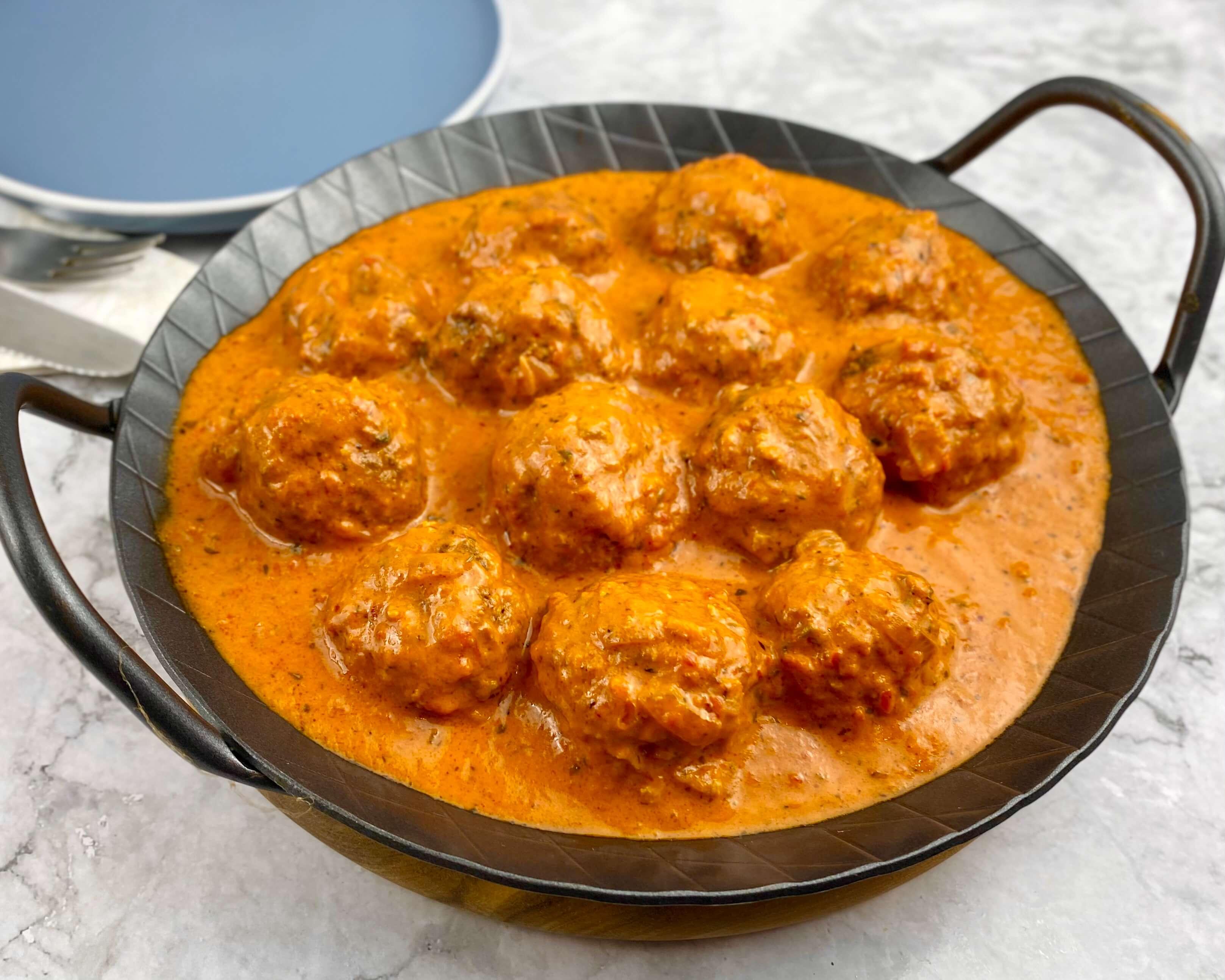 Fleischbällchen in einer Ajvar Parmesan Sauce - Zu Faul Zum Kochen ?