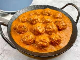 Fleischbällchen in einer Ajvar Parmesan Sauce
