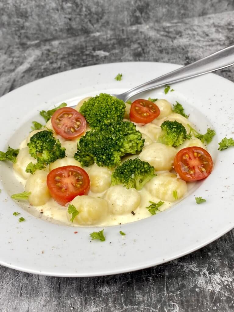 Serviervorschlag Gnocchi Brokkoli Pfanne mit Gorgonzola Sauce