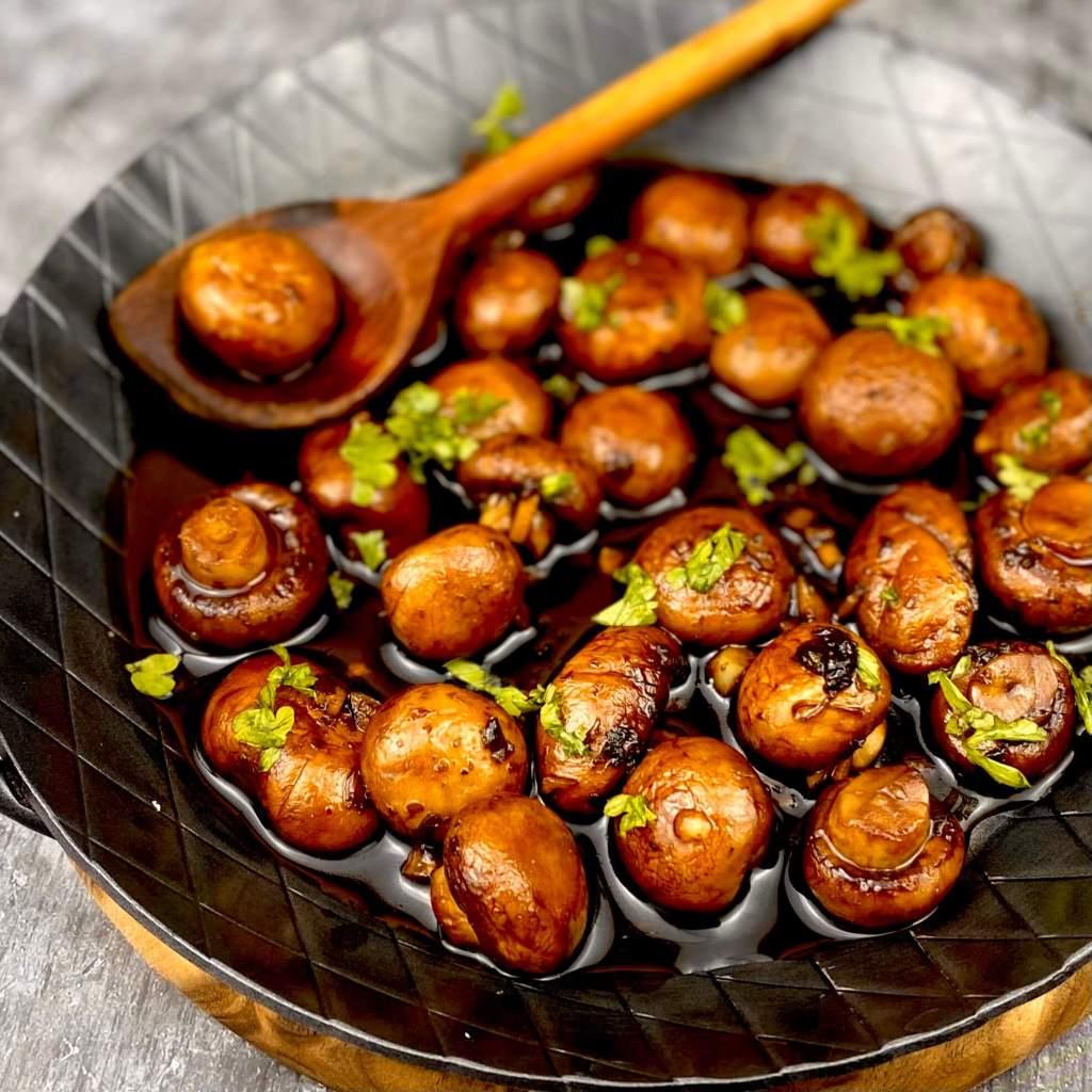 Zubereitung Balsamico Honig Champignons