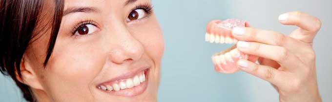 Снимать ли на ночь зубные протезы