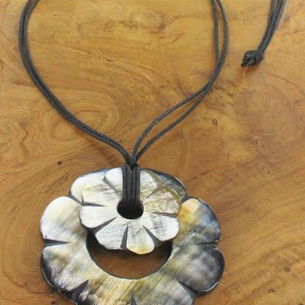 Adjustable Horn Flower Necklace