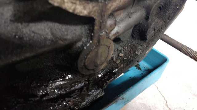 AH Engine -Debris and oil leak