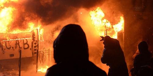 Die Nacht der brennenden Fahrzeuge: 945 französische Autos in der Silvesternacht abgefackelt