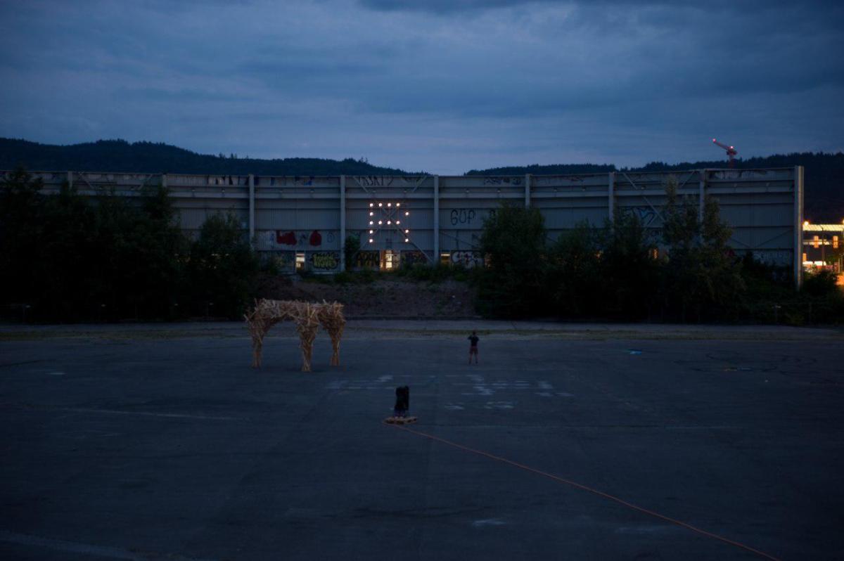 Kunstinstallation setzt leuchtendes Zeichen gegen das Hardturm-Projekt