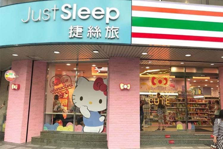 sanrio-7-eleven-sub-store-entrance