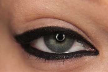 How to apply eyeliner 17