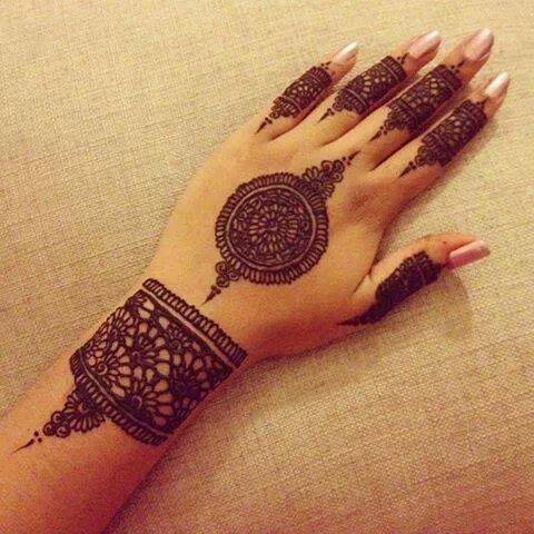 Simple mehndi design for hands 76