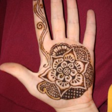 Simple mehndi design for hands 94