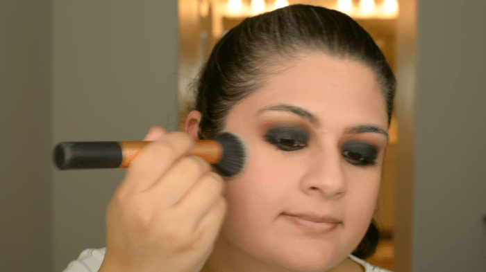 Classic Black Smokey Eye Makeup Tutorial 18