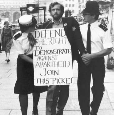 Zer dago Jeremy Corbynen buruan?