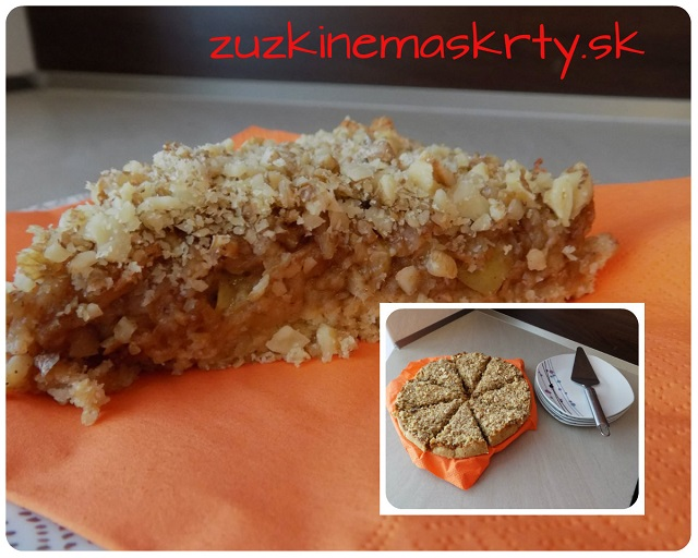 Jablkovo-broskyňový koláč z ovsených vločiek