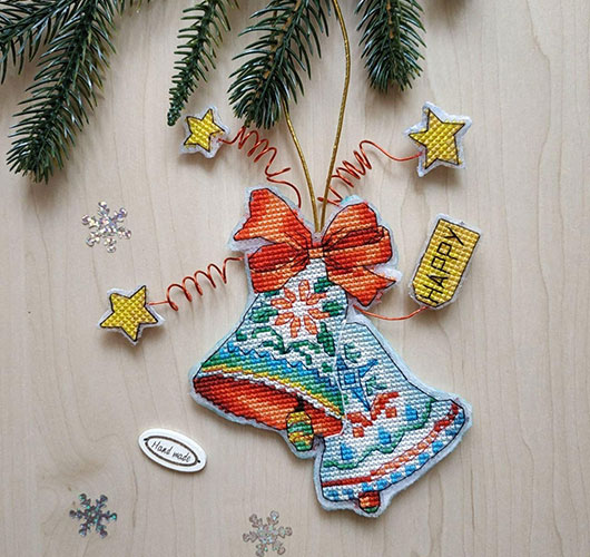 The photo shows - DIY Christmas decorations, fig. Bells