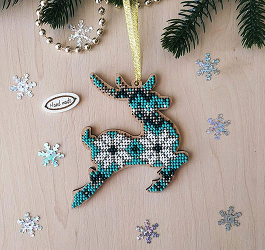 The photo shows - DIY Christmas decorations, fig. Deer