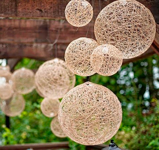 На фото изображено - Необычный декор: шары из нитей, рис. «Фонтанчик» из шаров 2