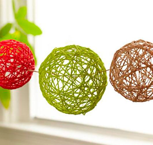Фото-шоулар - ерекше декор: жіптер, күріш шарлары. Қыздар және шарлар