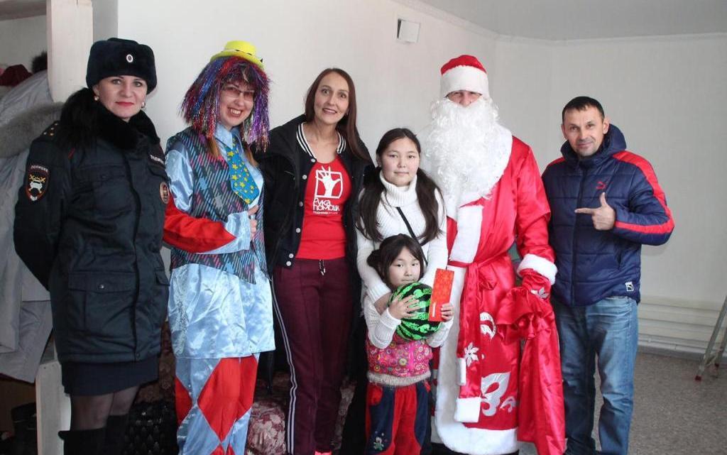 Сотрудники ГИБДД приняли участие в благотворительном проекте «Подари ребенку Рождество»