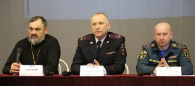 В Республике Алтай автоинспекторы вместе с представителями общественности провели студенческий форум «Безопасность на дорогах — ради безопасности жизни»