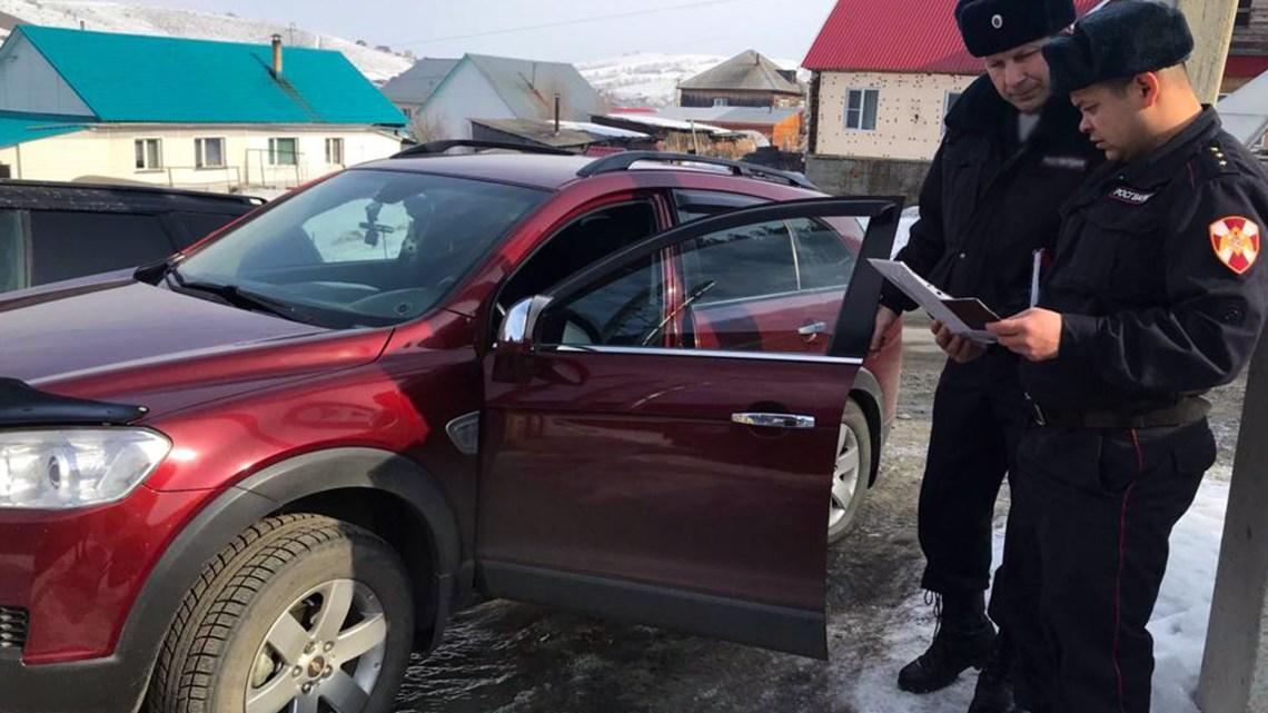 Росгвардейцы в Республике Алтай приняли участие в занятии с сотрудником ГИБДД
