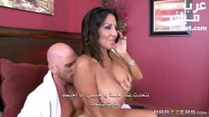 الزوجة المثيرة تستخدم حمام جارها جوني سينس سكس مترجم عربي