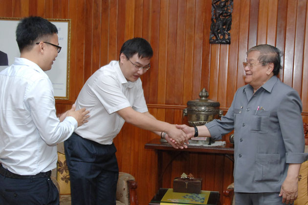 Cambodia's Minister of Information H.E. Khieu Kanharith (R, pic. 1) holds talks with Mr. Chen Ji, Chairman of Cambodia Digital TV Co., Ltd. of China's Yunnan province,