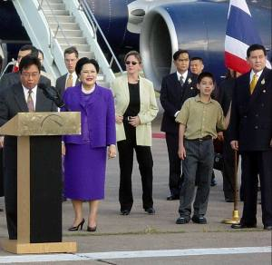 Queen Sirikit during her visit to Houston, Texas, in 2002. Note her two bodyguards in the black suits — Prayuth Chan-ocha and Tanasak Patimapragorn.