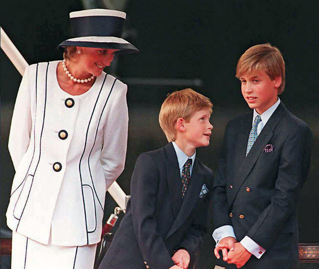 1-Princess-Diana-smiled-Prince-Harry-Prince-William-August