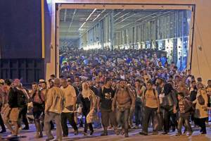 Migrants-arrive-at-the-port-of-Piraeus,-near-Athens,-Greece-after-travelling-in-passenger-ship-from-Lesbos