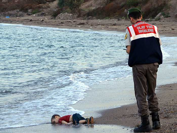 three-year-old-boy-washed-up-on-the-shoreline-inTurkey