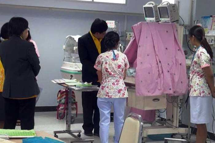 Medical-personnel-at-Khon-Kaen-Hospital-monitor-the-condition-of-the-critically-wounded-baby-on-Wednesday