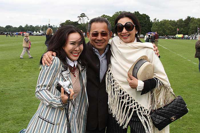 Vichai-Raksriaksorn-with-his-daughter-and-wife