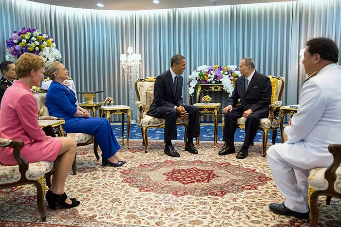 18 November 2012: US President Barack Obama, with Secretary of State Hillary Rodham Clinton and Ambassador Kristie Kenney, meets with King Bhumibol Adulyadej of the Kingdom of Thailand, at Siriraj Hospital in Bangkok