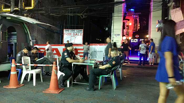 Pattaya-Tourist-Police-Chilling
