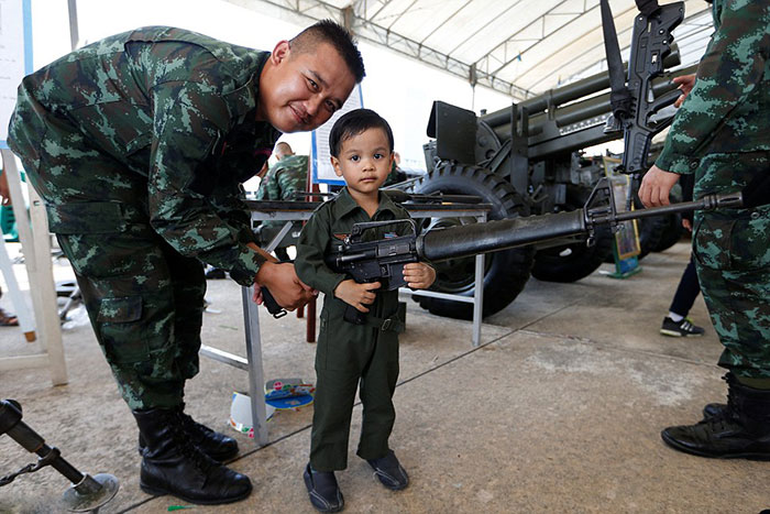 thailands-army-opened-up-some-of-its-army-bases-to-children-today-to-mark-the-countrys-annual-childrens-day