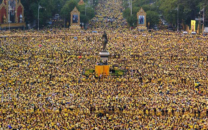 Thailand-Yellow-Shirts