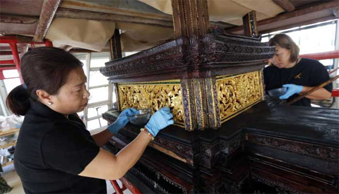 Artisans-clean-the-royal-funeral-chariot-to-be-used-as-part-of-the-cremation-for-the-late-Thai-King-Bhumibol-Adulyadej.
