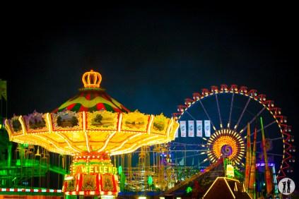 Oktoberfest - Riesenrad und Wellenflug