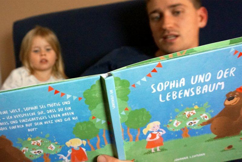 Personalisiertes-Kinderbuch-Der-Lebensbaum-Vorlesezeit-mit-Papa
